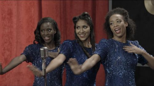 Actress Mariana Flores (Center) in 'You are mine'